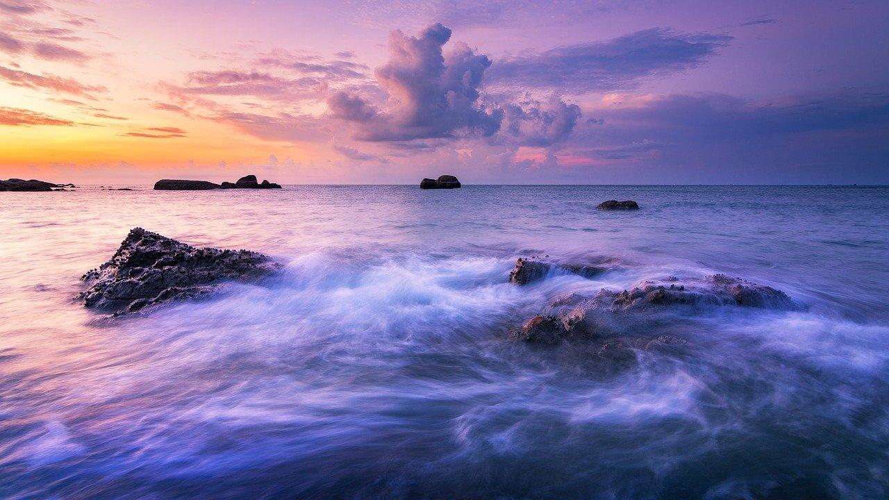mimpi ombak laut