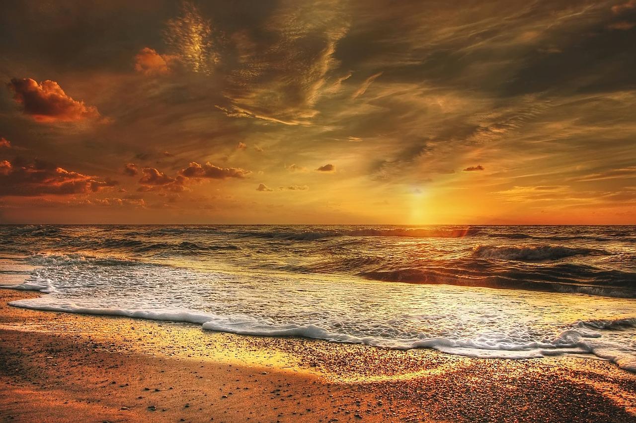 mimpi pantai yang indah